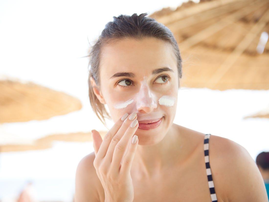 5 cách bôi kem chống nắng hiệu quả để không bị vệt trắng