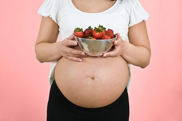 bà bầu nên ăn dâu tây
