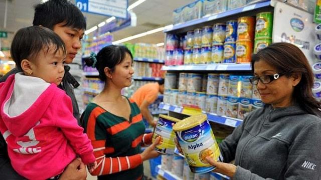 Mua sữa nên chú ý đến ngày sản xuất, hạn dùng