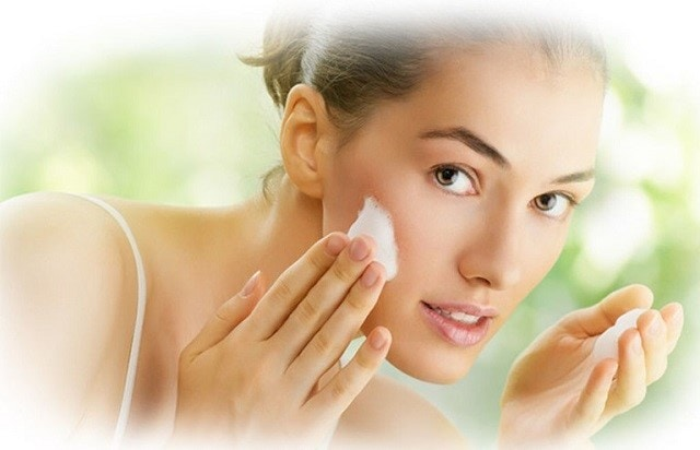 Loại bỏ các tạp chất, bụi bẩn trên da mặt
