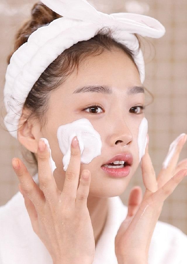 Một số lưu ý khi sử dụng <strong>sữa rửa mặt cho da nhạy cảm</strong>
