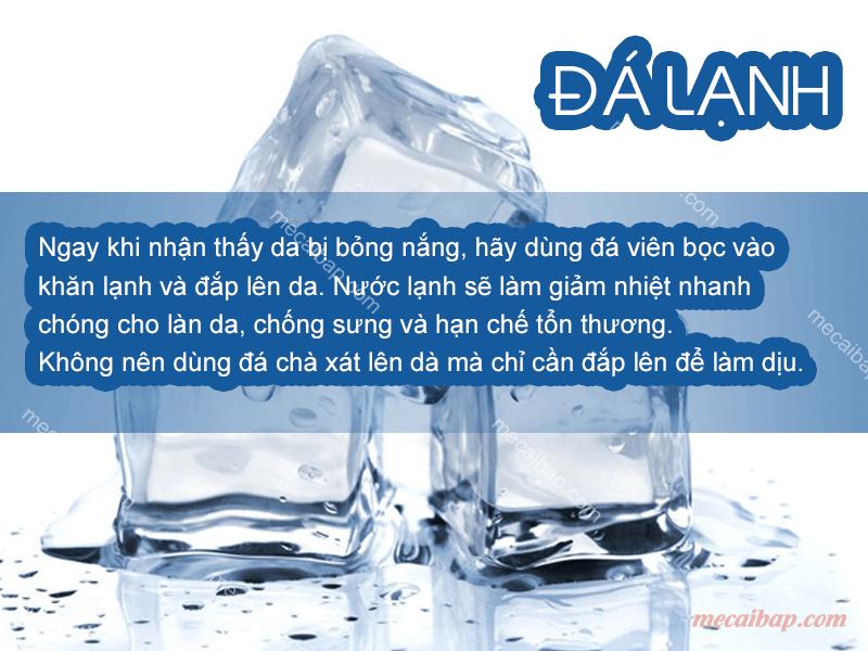 Đá lạnh chính là một trong những cách giúp giảm nhiệt độ da nhanh chóng