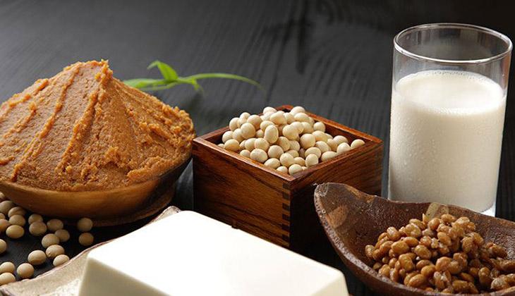 Sữa đậu nành cung cấp nhiều dưỡng chất tốt cho cả mẹ và em bé - 1