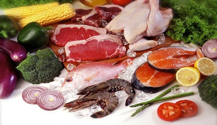 Sau sinh chị em phụ nữ cần được ăn uống đa dạng dưỡng chất từ các loại thực phẩm khác nhau -1