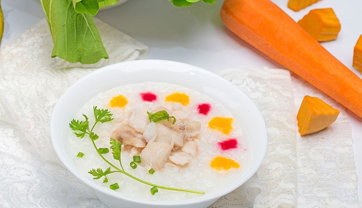 Cháo thịt gà cà rốt bổ sung thêm vitamin A giúp đôi mắt bé sáng rõ -1
