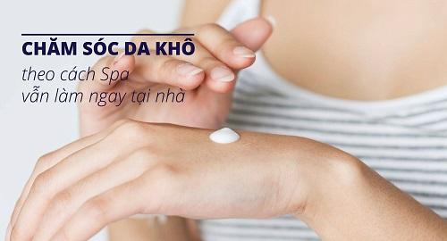 cach-cham-soc-da-kho-tai-nha